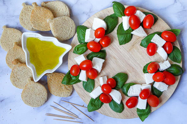Caprese Christmas Wreath Appitizers