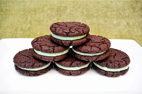 6 Homemade Mint Chocolate Oreo biscuits