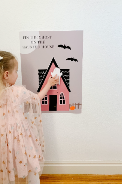 Pin the Ghost on the Haunted house game